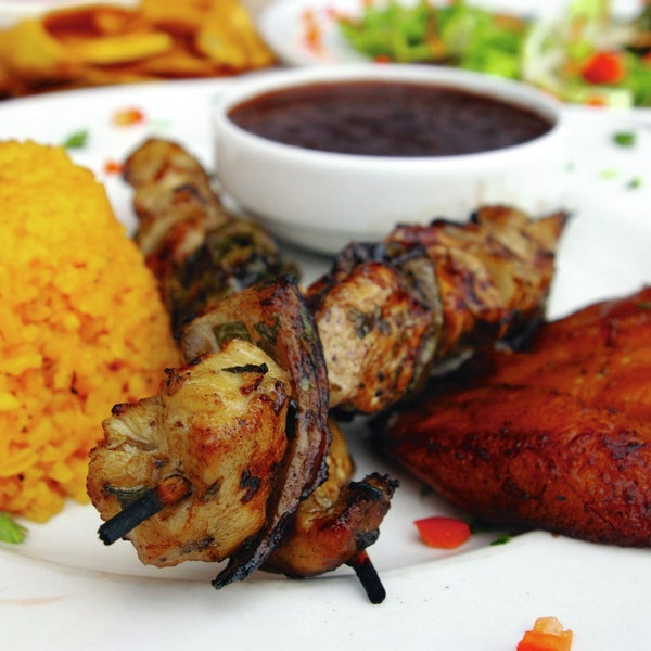 Flavorful, healthy South American cuisine meets kosher at Fuego Mundo. Chicken skewers with bell pepper marinade are sweet, and a satisfying Uruguayan rib-eye glistens with chimichurri sauce.
