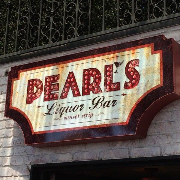 8/23/2015 tarihinde Troy D.ziyaretçi tarafından Pearl's Liquor Bar'de çekilen fotoğraf
