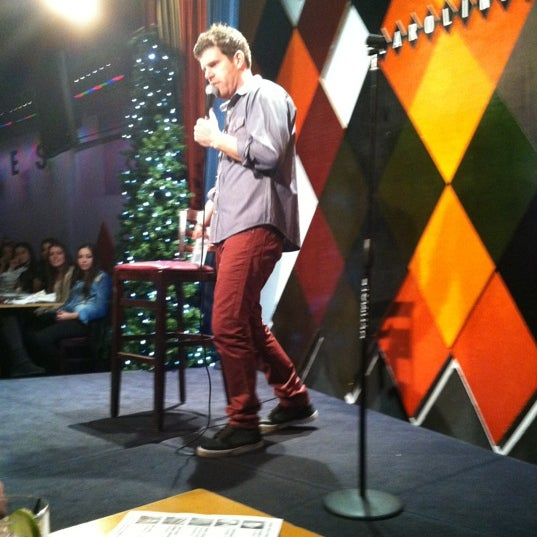 Foto scattata a Carolines on Broadway da Corey L. il 12/2/2012