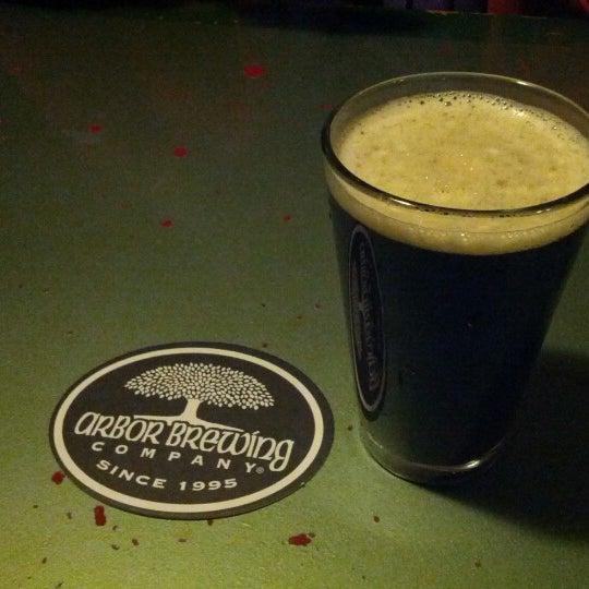 Foto tomada en Arbor Brewing Company por Patrick F. el 10/14/2012