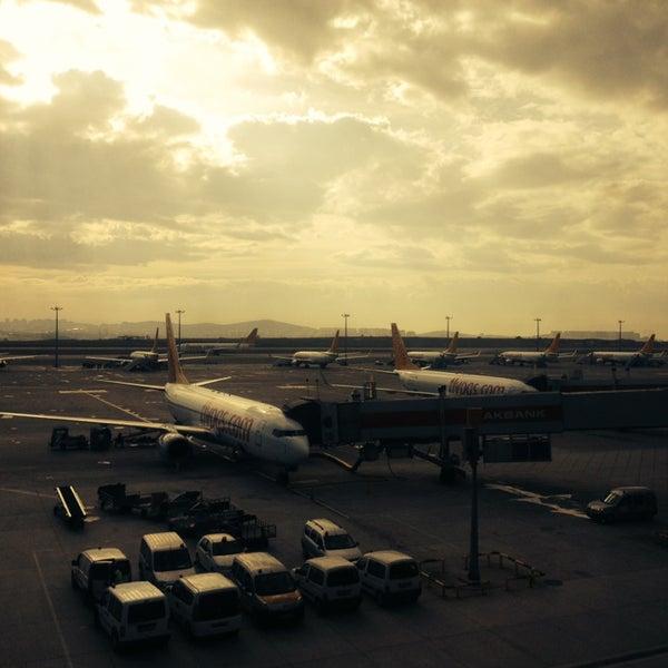 Снимок сделан в Аэропорт Стамбул им. Сабихи Гёкчен (SAW) пользователем HaNcI 11/21/2013