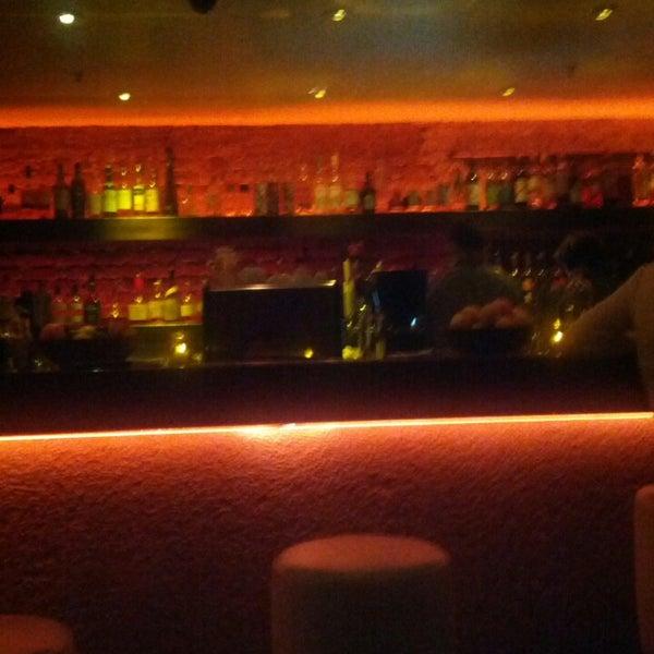 รูปภาพถ่ายที่ Oola Restaurant & Bar โดย Gino เมื่อ 4/6/2013