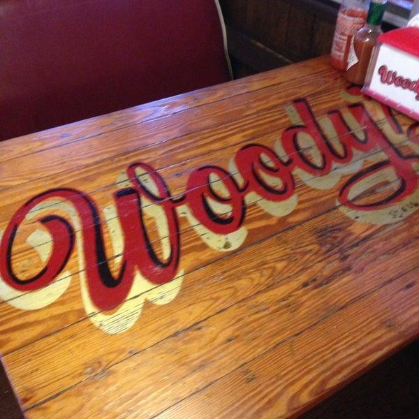 Foto scattata a Woody's Famous CheeseSteaks da Mandy D. il 7/6/2013