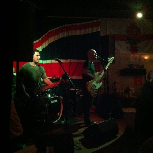 Снимок сделан в The Queen's Head пользователем Karina B. 10/6/2012
