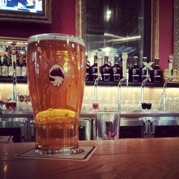 Foto tomada en Deschutes Brewery Portland Public House por Jim el 11/9/2013