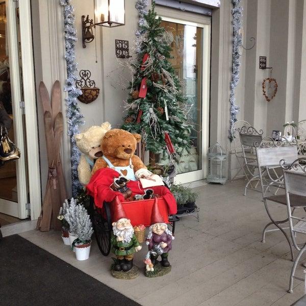 รูปภาพถ่ายที่ Antonella Dolci e Caffé โดย Livia B. เมื่อ 12/12/2013