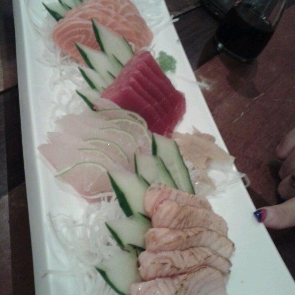Foto tirada no(a) Himitsu Culinária Japonesa por Roberta F. em 3/13/2013