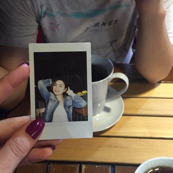 รูปภาพถ่ายที่ Coffee Castle โดย Vesile เมื่อ 6/11/2016