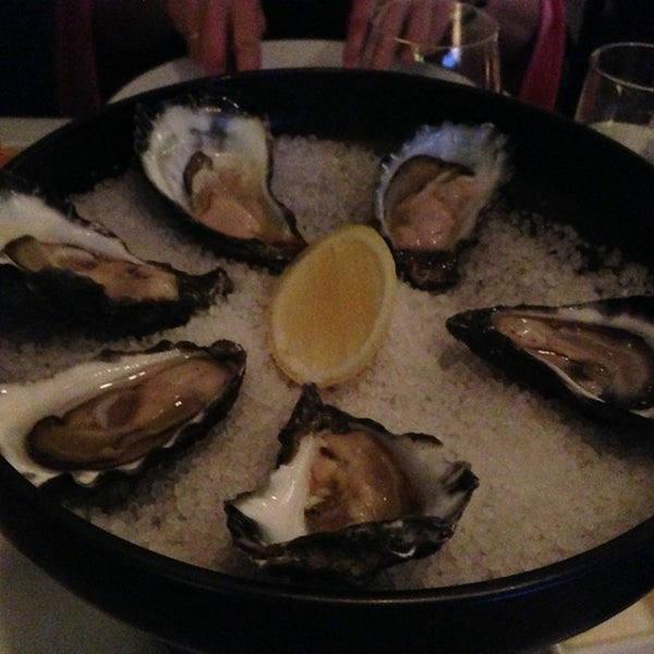 Foto scattata a Manta Restaurant da Katie T. il 12/30/2012