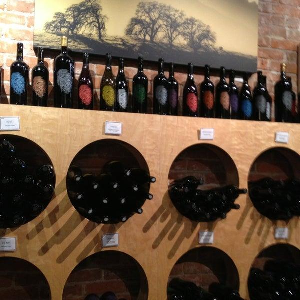 8/28/2013 tarihinde Tina C.ziyaretçi tarafından Thumbprint Cellars Tasting Room & Art Gallery'de çekilen fotoğraf