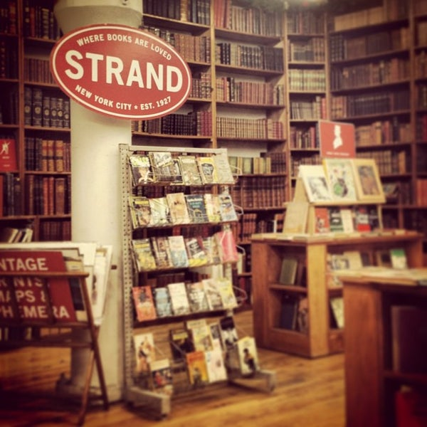 Das Foto wurde bei Strand Bookstore von Frank am 12/27/2012 aufgenommen