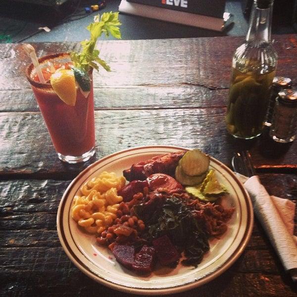 รูปภาพถ่ายที่ Mable's Smokehouse & Banquet Hall โดย Reb C. เมื่อ 6/13/2013