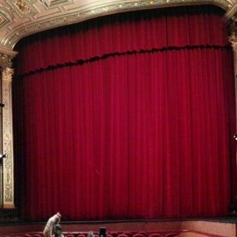 Das Foto wurde bei Teatro Colón von Edisson F. am 6/9/2016 aufgenommen