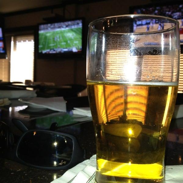 Foto tirada no(a) 4th Floor Grille & Sports Bar por Soloman D. em 12/29/2012