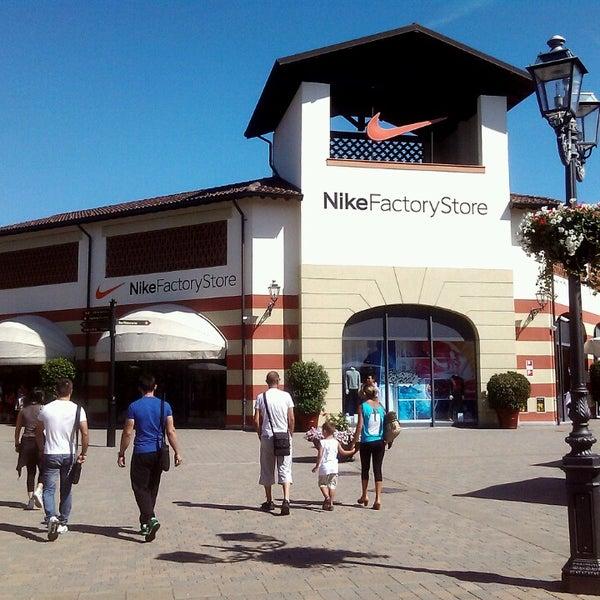 dispensa Nutrirsi Spingere verso il basso  Photos at Nike - Sporting Goods Shop in Serravalle Scrivia
