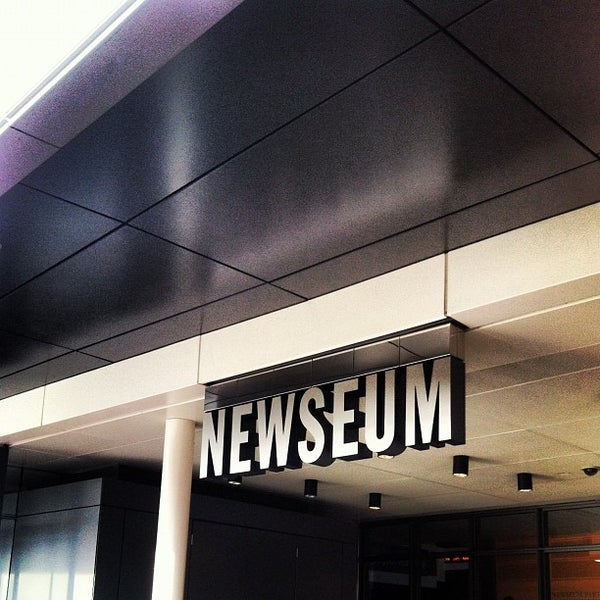 Foto tirada no(a) Newseum por Alexander K. em 1/2/2013