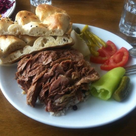 Foto diambil di Çulcuoğlu Restaurant oleh Serdar S. pada 4/20/2013