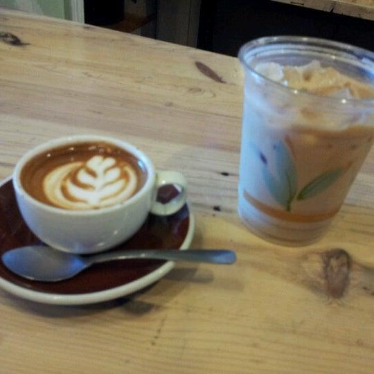 Foto tomada en Ipsento Coffee House por Yurij B. el 9/23/2012