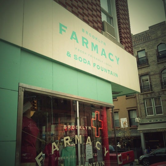 Foto scattata a Brooklyn Farmacy & Soda Fountain da Kate M. il 9/27/2012