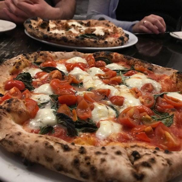 รูปภาพถ่ายที่ Sottocasa Pizzeria โดย Zachary B. เมื่อ 8/14/2017