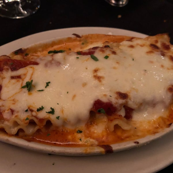 Das Foto wurde bei Lasagna Restaurant von Daniel E. am 1/1/2018 aufgenommen