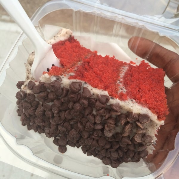 Red Velvet Oreo was the bomb! Walks all the way to Crown Heights just to walk off the calories while eating. Worth It. One of the staff members was ignorant though. 😒