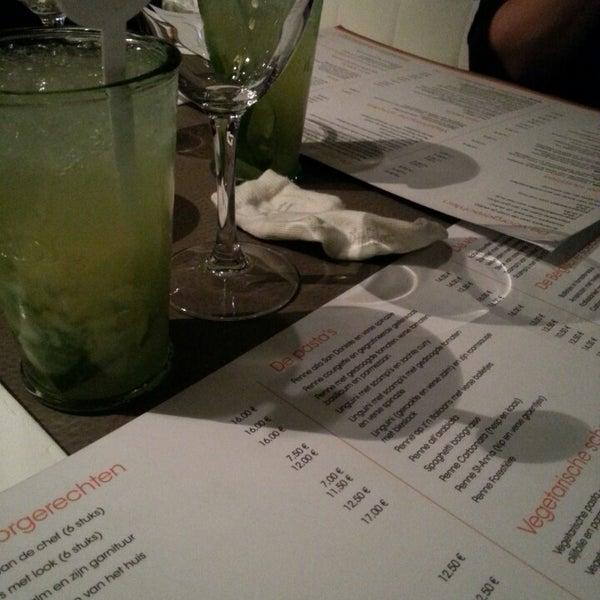 Photo prise au Noa Resto-Lounge-Bar par Fototineke le11/15/2013