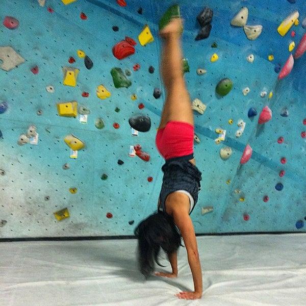 Foto tomada en Sender One Climbing, Yoga and Fitness por Sha S. el 11/10/2014