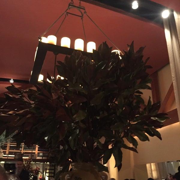 รูปภาพถ่ายที่ Kellari Taverna NY โดย Ludwig P. เมื่อ 3/10/2017