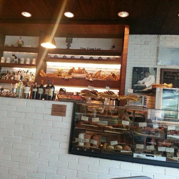 Foto tomada en Peponne Healthy Food & Bakery por Elisa A. el 7/25/2013