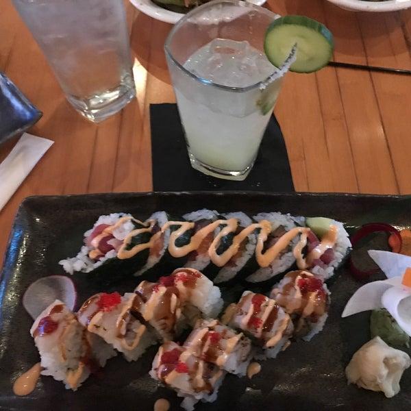 Das Foto wurde bei Mura Japanese Restaurant von cristina c. am 2/22/2017 aufgenommen
