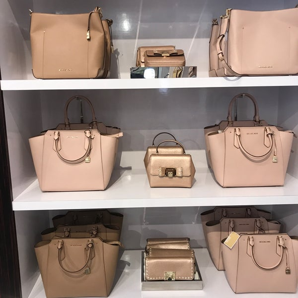 97cebf061d45 Michael Kors Outlet - Vineland Village - Orlando