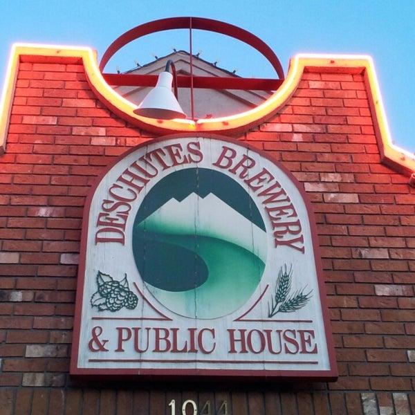 Снимок сделан в Deschutes Brewery Bend Public House пользователем Scott B. 3/30/2013