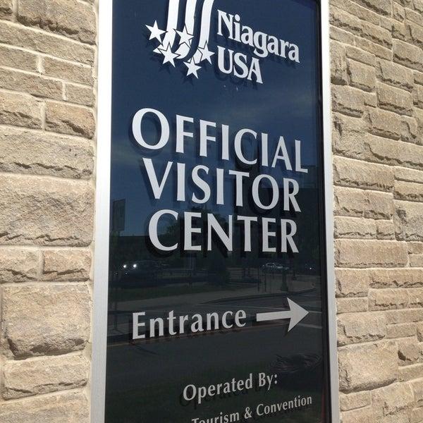 6/6/2014 tarihinde Yvonne Y.ziyaretçi tarafından Niagara Falls USA Official Visitor Center'de çekilen fotoğraf