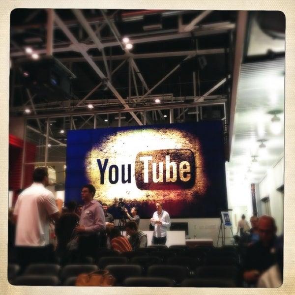 Снимок сделан в YouTube Space LA пользователем A 12/23/2012