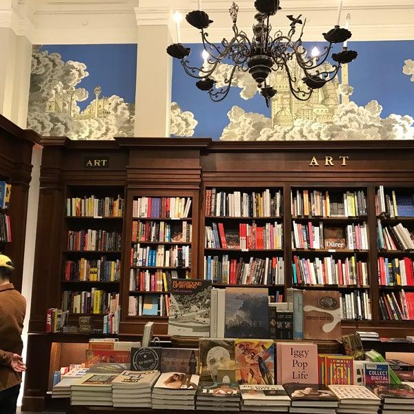 Снимок сделан в Rizzoli Bookstore пользователем Sandra S. 4/14/2017