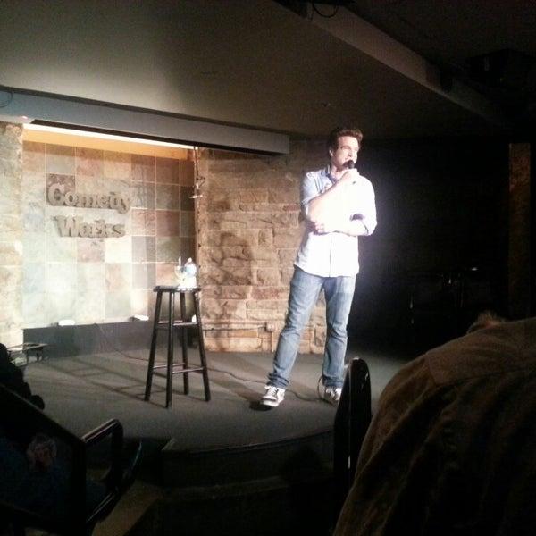 6/3/2013 tarihinde Andrew V.ziyaretçi tarafından Comedy Works Downtown in Larimer Square'de çekilen fotoğraf