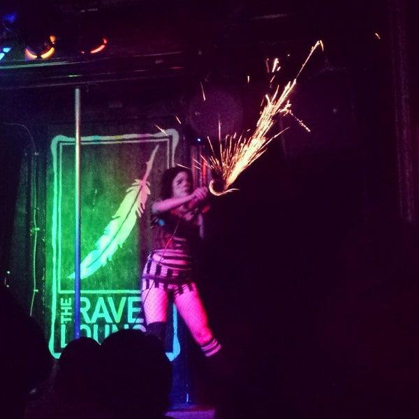 9/5/2013 tarihinde Mikey I.ziyaretçi tarafından Raven Lounge'de çekilen fotoğraf