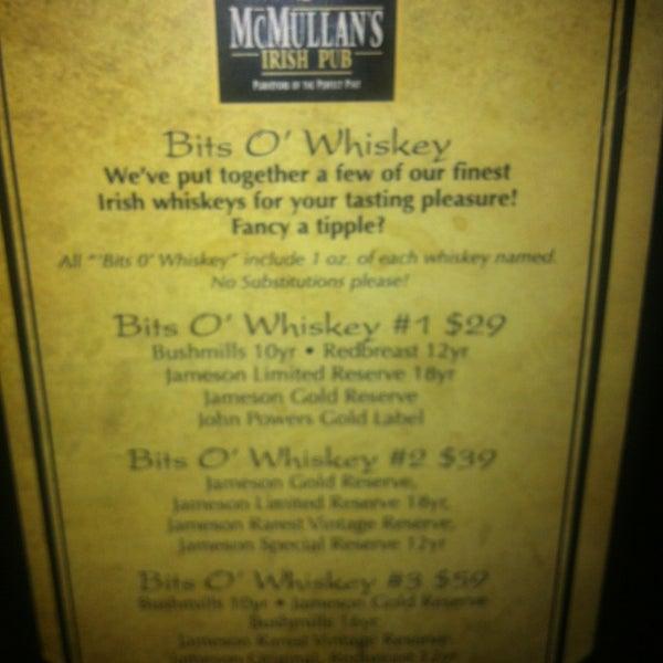 Foto scattata a McMullan's Irish Pub da Jacqueline D. il 7/6/2013