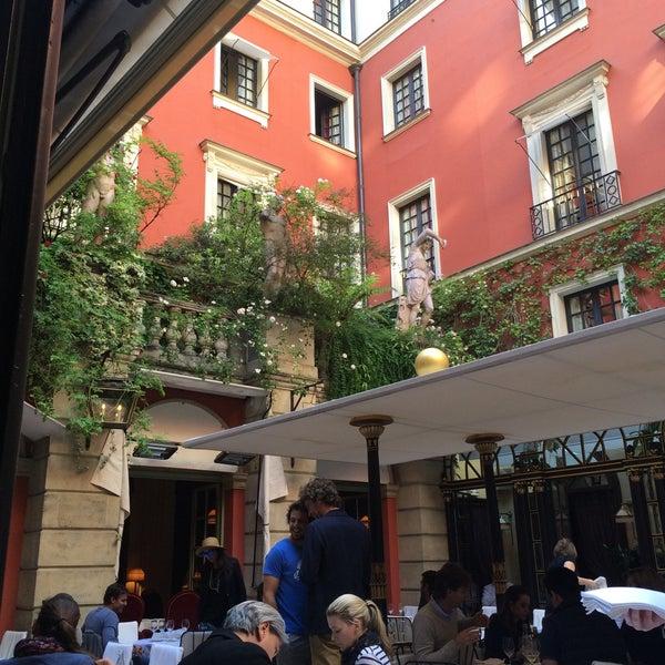 Foto diambil di Hôtel Costes oleh Atis A. pada 5/30/2015