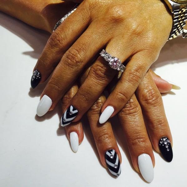 Happy Nails of Alton Irvine - Woodbridge - 2 tips