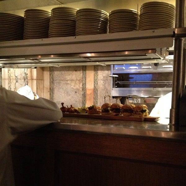 10/1/2012 tarihinde george m.ziyaretçi tarafından LT Bar & Grill'de çekilen fotoğraf