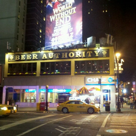 Foto diambil di Beer Authority NYC oleh Darrell W. pada 10/21/2012