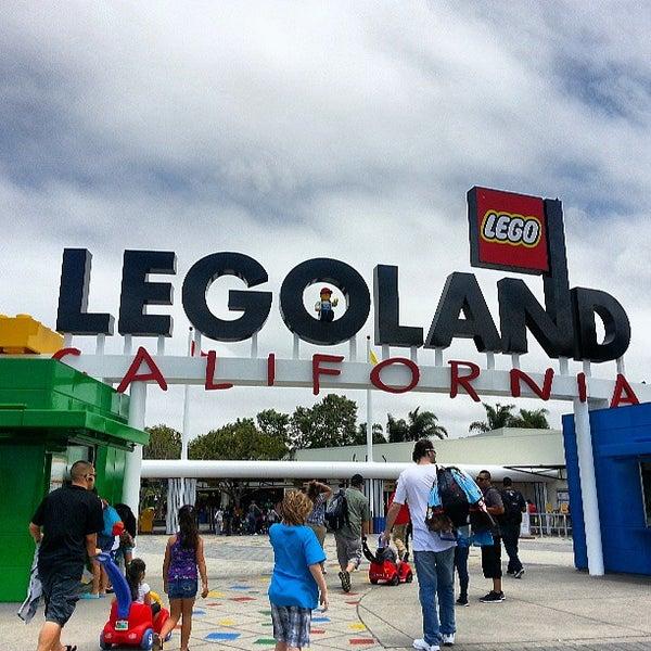 Foto tirada no(a) Legoland California por Rebecca S. em 6/3/2013