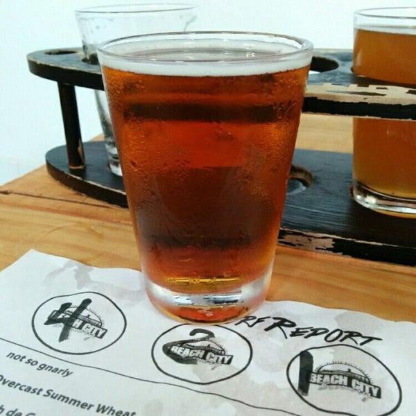 Foto tomada en Beach City Brewery por Robert A. el 8/14/2014