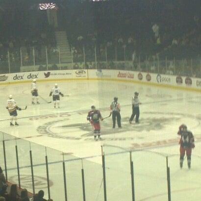 รูปภาพถ่ายที่ Allstate Arena โดย Joe R. เมื่อ 12/8/2012