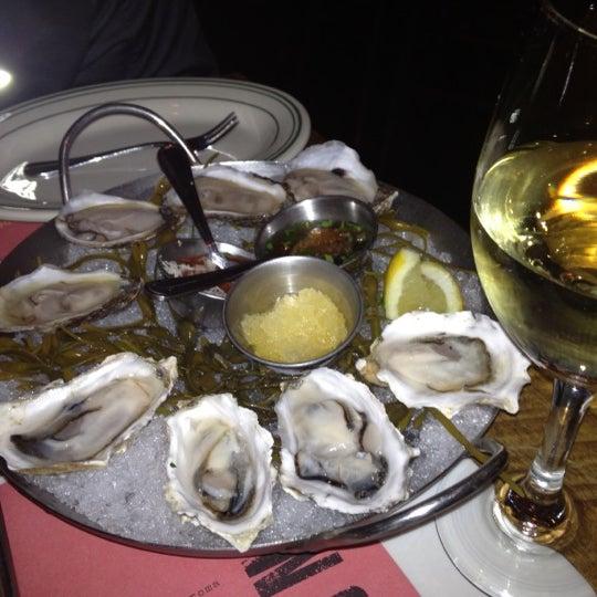 รูปภาพถ่ายที่ L&W Oyster Co. โดย Annie J. เมื่อ 11/8/2012