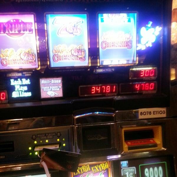 รูปภาพถ่ายที่ Horseshoe Hammond Casino โดย DAVBARR เมื่อ 4/29/2013
