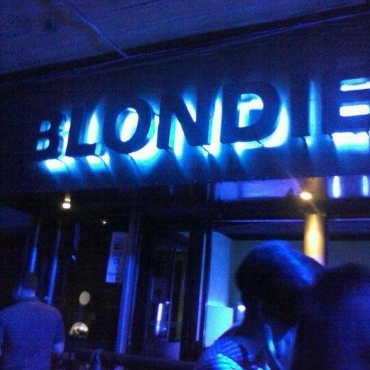 รูปภาพถ่ายที่ BLONDIE โดย elizabeth e. เมื่อ 2/9/2013