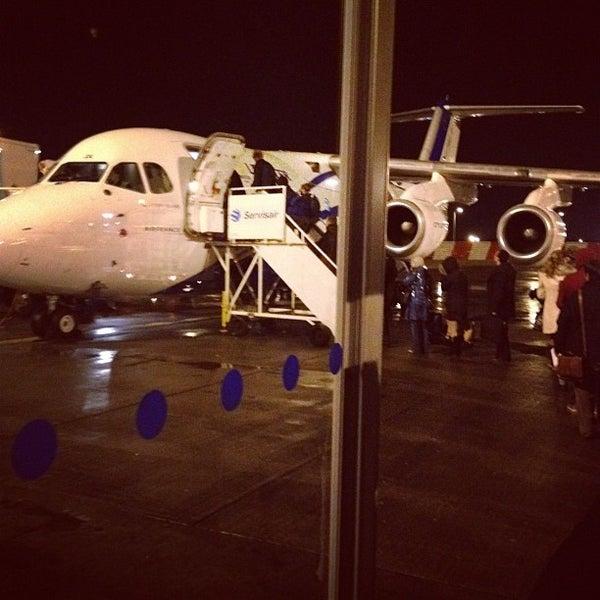 Das Foto wurde bei Edinburgh Airport (EDI) von Neil O. am 12/14/2012 aufgenommen